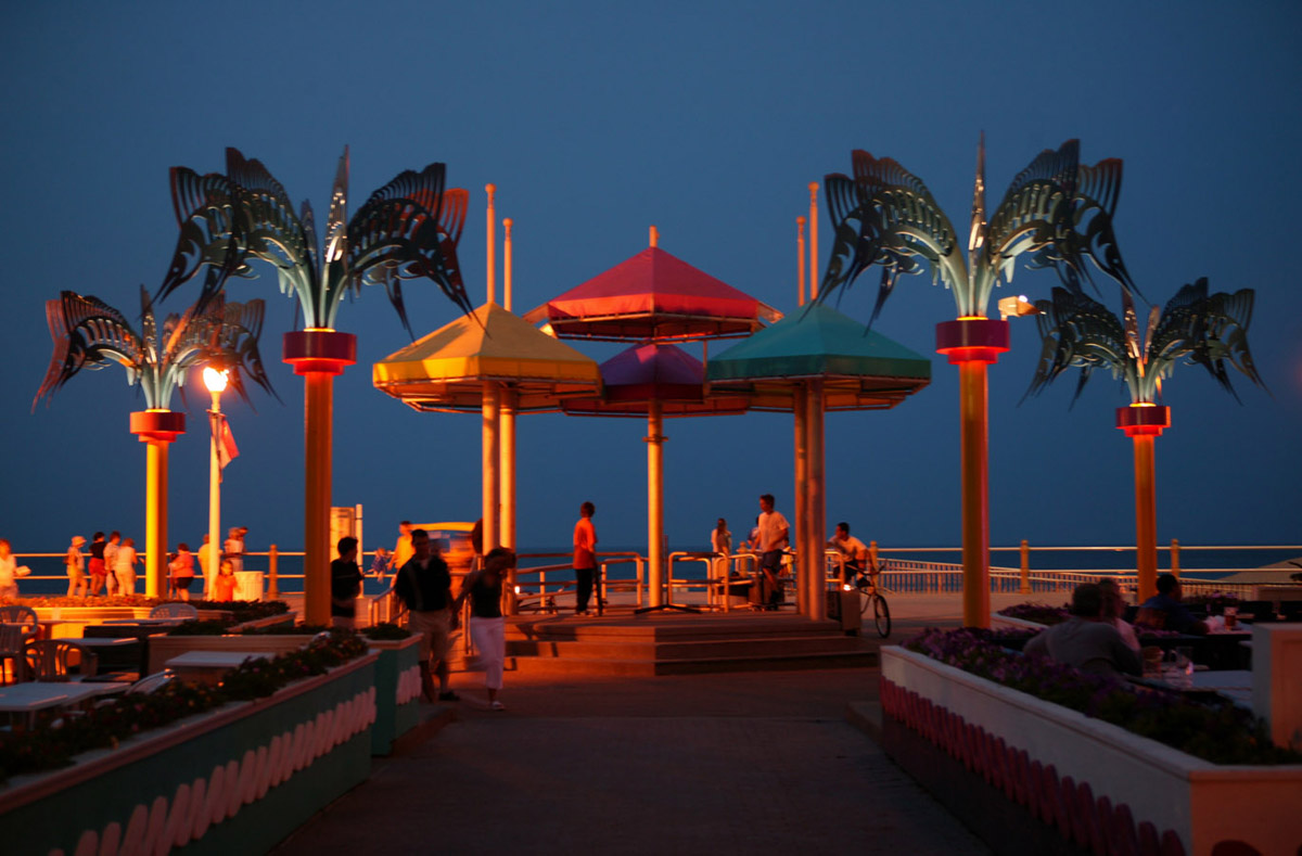 Evening Boardwalk Entertainment | Virginia Beach Vacation Guide